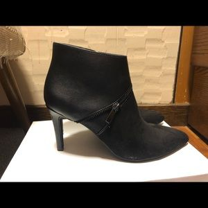Bar lll Size 8 Black/Suede Booties